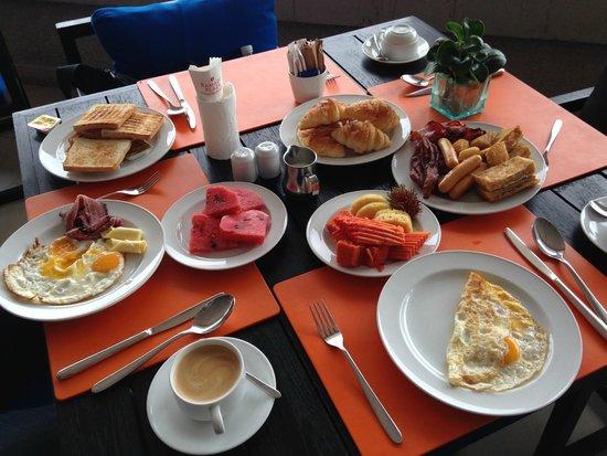 Ramada Plaza Bangkok Menam Riverside : Breakfast Buffet