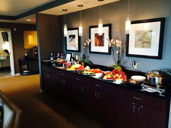 The Westin Richmond : Club Lounge evening spread