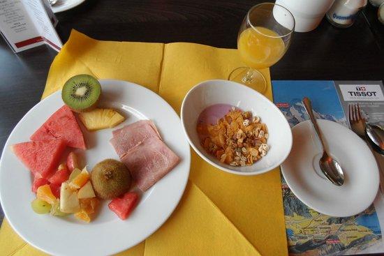 Parkhotel Schoenegg: breakfast