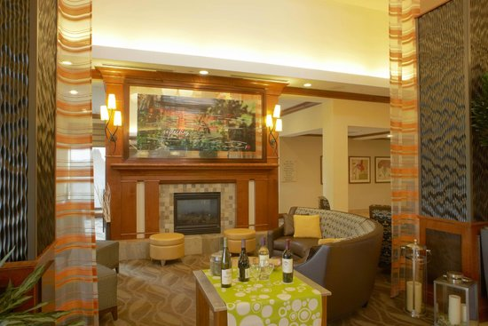 Hilton Garden Inn Madison West/Middleton: Lobby - Fireplace