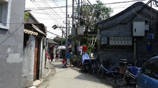 Beijing Sihe Courtyard Hotel: Street outside hotel