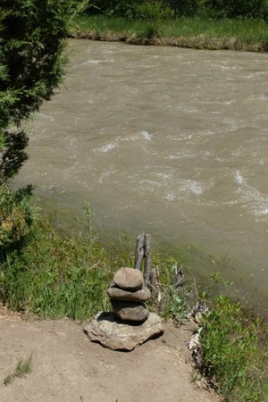 Dennis Weaver Memorial Park: Prayer stones - everywhere
