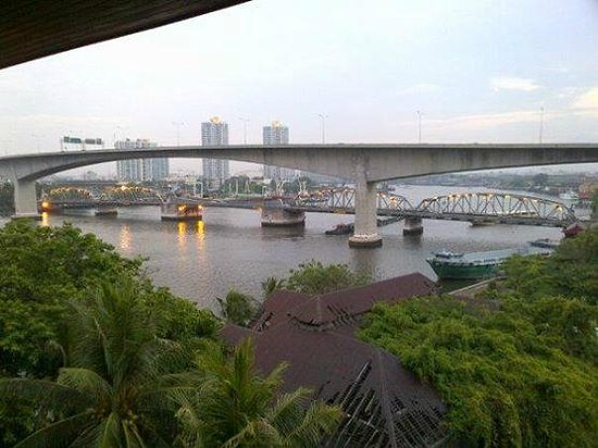 Anantara Riverside Bangkok Resort: room view