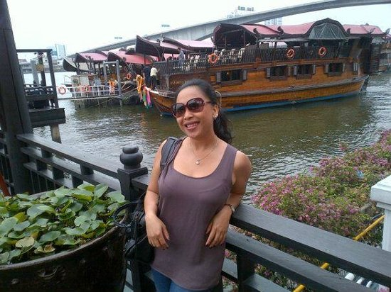 Anantara Riverside Bangkok Resort: love the water boat...
