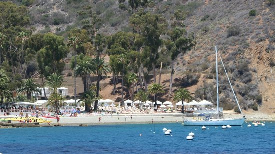 Descanso Beach: lay in the sun or rent some shade