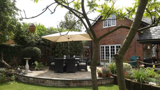 Coachmans Cottage: outdoor dining