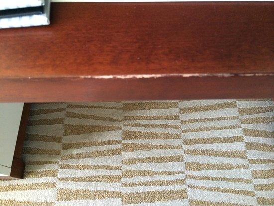 Trump International Beach Resort: Scratched furniture