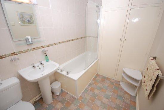 Parterre Holiday Apartments: Bathroom - Apt 3
