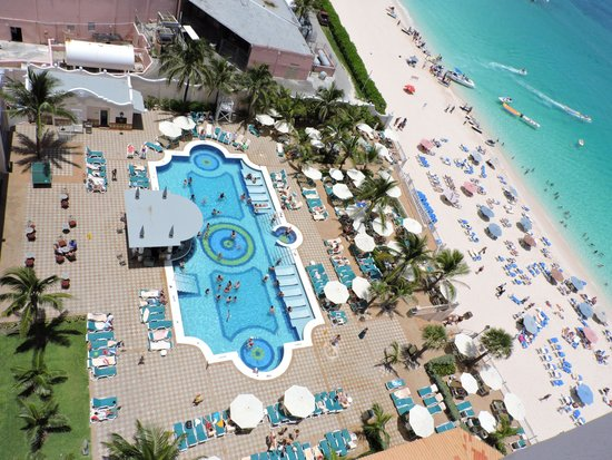 Hotel Riu Palace Paradise Island : PISCINA PLAYA