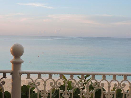 Hotel Riu Palace Paradise Island : VISTA AL MAR DESDE EL RESTAURANT BUFFET