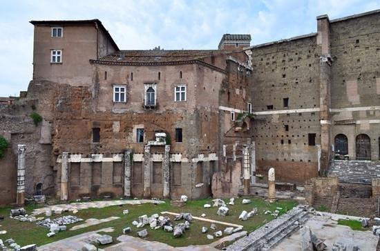 Foro di Augusto: Augustus forum ruins.