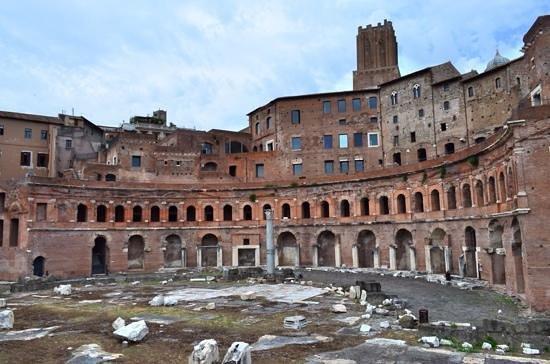 Foro di Augusto: Trajan's market ruins.