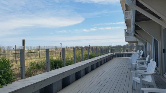 Atlantic View Hotel : Shared Deck: Had it all to ourselves!