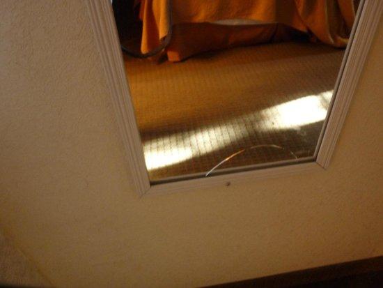 Quality Inn - Flagstaff / East Lucky Lane : miroir cassé