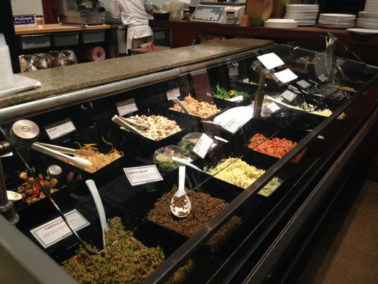Living Foods Gourmet Market and Cafe: fresh salads
