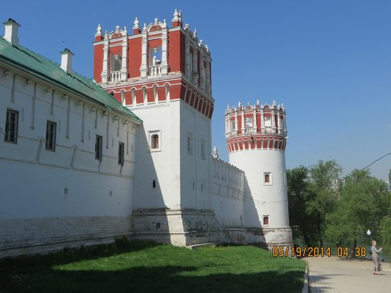 Novodevichy (New Maiden) Convent and Cemetery: Fortress towers