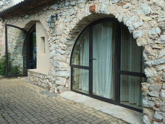 Domaine de Blancardy - Auberge : devant la chambre