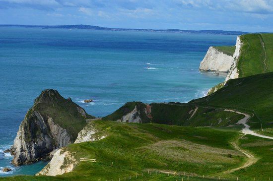 Lulworth Cove and Durdle Door : Approaching Durdle