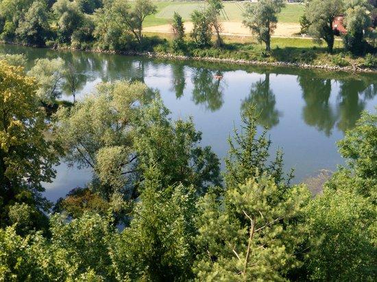 """Die Aussicht: Die """"Aussicht"""" auf die Donau"""