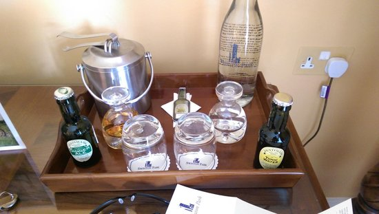 Swinton Park Country Club and Spa: Complimentary drinks in the room, most excellent!