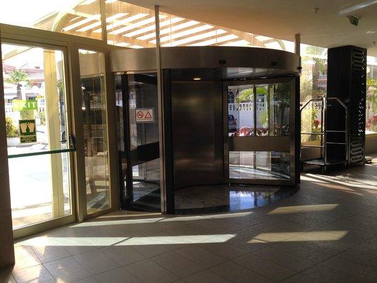 Hotel Sir Anthony: Hotel Entrance Inside