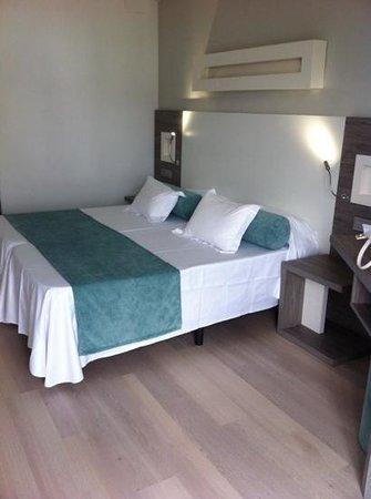 FERGUS Bermudas : room418