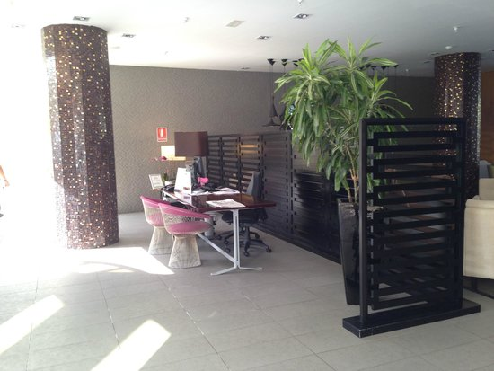 Hotel Sir Anthony: The Reception desk