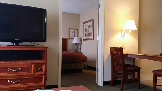 Homewood Suites Tallahassee : View of bedroom from living room area