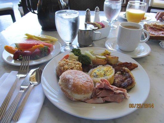 Waikoloa Beach Marriott Resort & Spa: Breakfast buffet