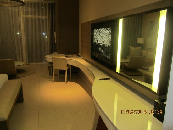 Yas Viceroy Abu Dhabi: TV & Study table