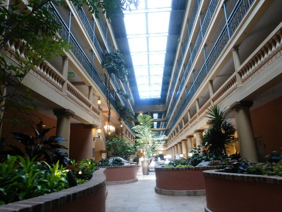 Embassy Suites by Hilton Hotel Los Angeles International Airport South: lobby