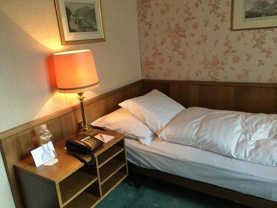 Grand Hotel Regina Grindelwald: シングルベッドはやや小さ目