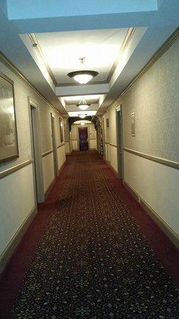 Stanley Hotel: Hallways with mirrors