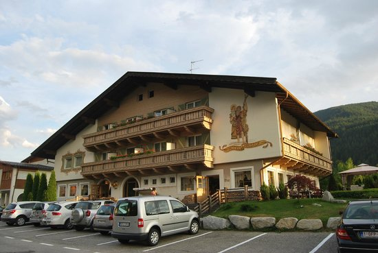 Hotel Christof: NOI ERAVAMO IN CENTRO NEL PRIMO BALCONE