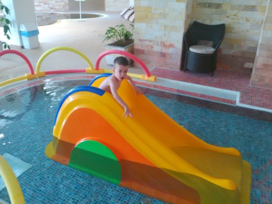 Hotel Atlantis : One of the many pools for kids/