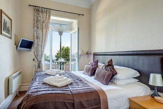 The Downs, Babbacombe: Room 6 - 1st Floor sea view balcony room