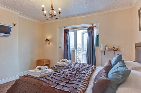 The Downs, Babbacombe: Room 8 - a lovely and bright 2nd floor rear facing room with king size bed and en-suite bath & s