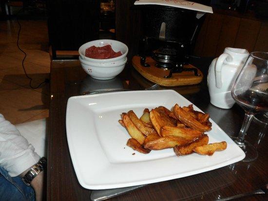 Le Chalet Savoyard : Frites servies avec le boeuf