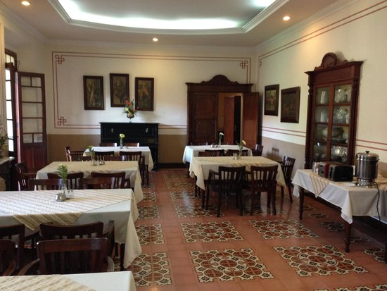 Aurora Hotel: breakfast room