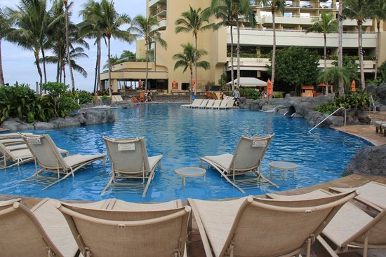 Sheraton Waikiki: The big pool.
