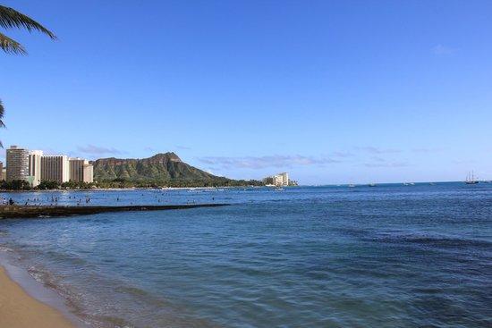 Sheraton Waikiki : The view of Diamond Head from the walkway.