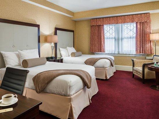 Wayne Hotel: Double Double Deluxe Guest Room