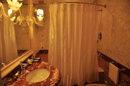 The Westin Europa & Regina, Venice: Bathroom was nice, but tub hard to use