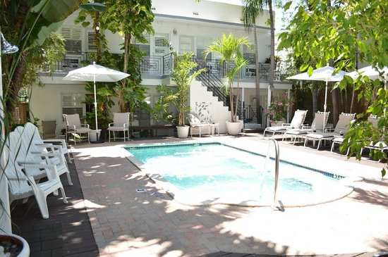 Sobe You Bed and Breakfast: Pool Area