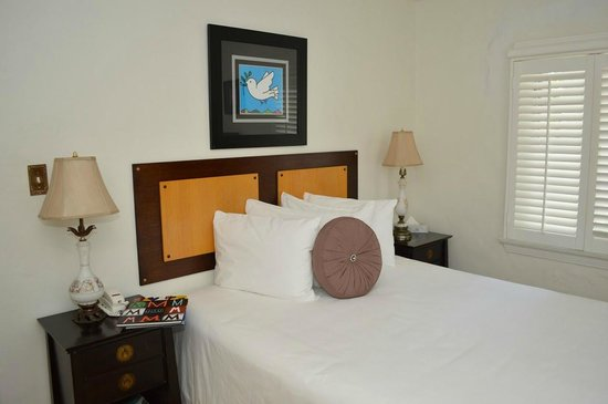 Sobe You Bed and Breakfast: Deluxe Queen Room With Shared Bath