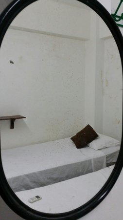 Nipah Bay Villa: Dirty room