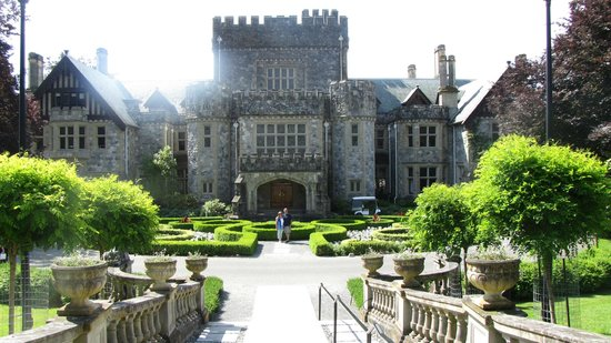 Birds of a Feather Ocean Lagoon Bed & Breakfast & Vacation Rental: Hatley Castle