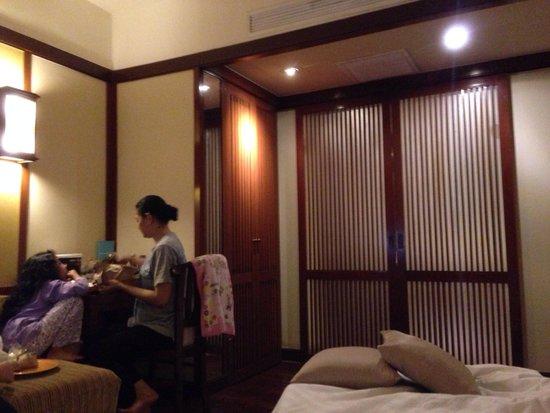 Hotel Novotel Bogor Golf Resort and Convention Center: masih jauh aja ke hotel ini perasaan...have great weekend...