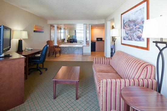 Hampton Inn Duluth: Relax and Unwind in our King Whirlpool Suites