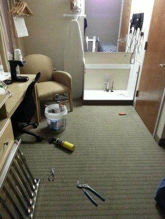 Days Inn Philadelphia Convention Center : O primeiro quarto que nos deram estava em reforma